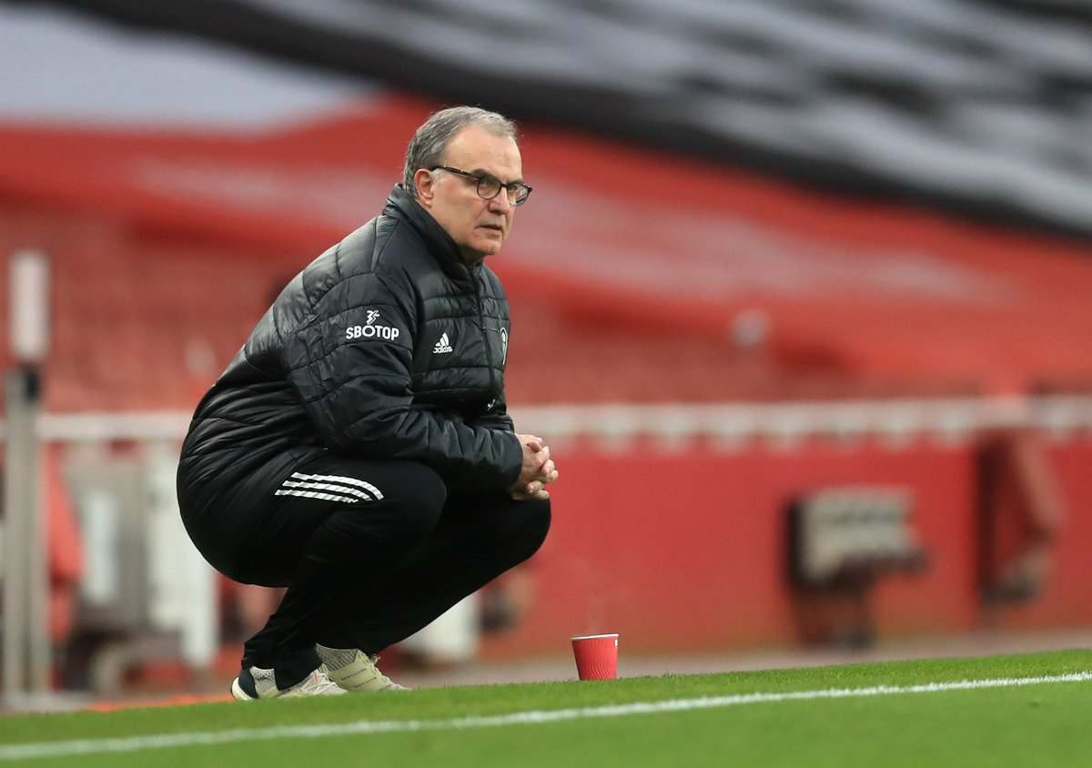 Marcelo Bielsa researched that the average Leeds fan works for 3 hours to pay for a ticket.  He then made all his players pick up litter from around the training ground for the same amount of time.  He wanted them to appreciate how the fans laboured to fulfil their passion.🙌 https://t.co/EPiXtIUIzh