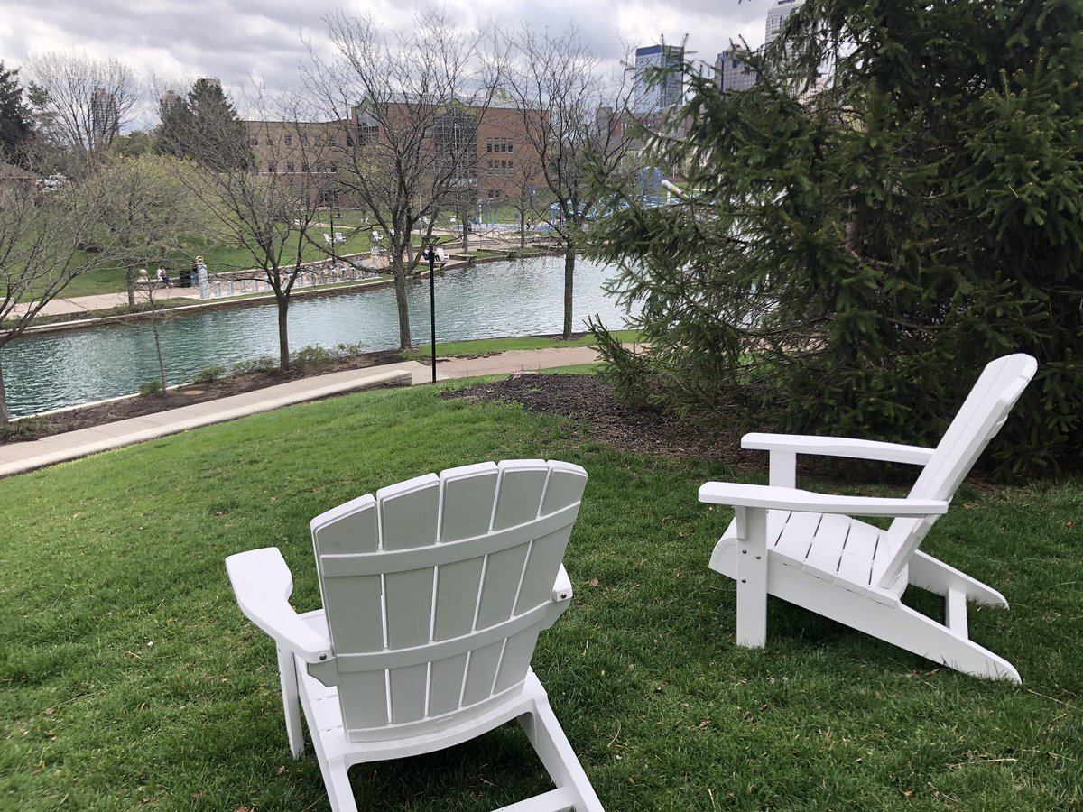 Check out this new spot to lounge along the Canal 🪑