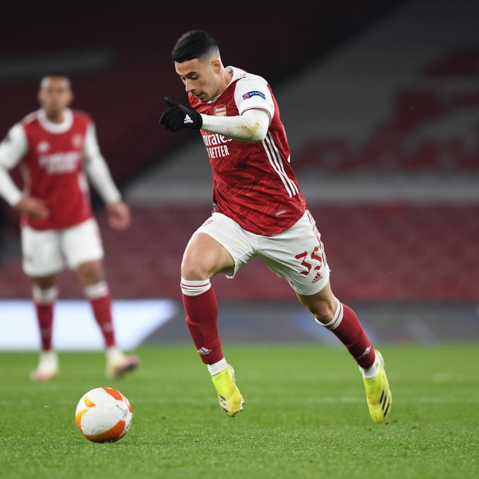 Martinelli running with the ball at Emirates Stadium
