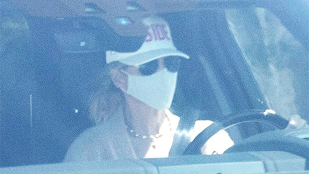 Lori Loughlin pictured for the first time since Mossimo Giannullis early release from prison Photo