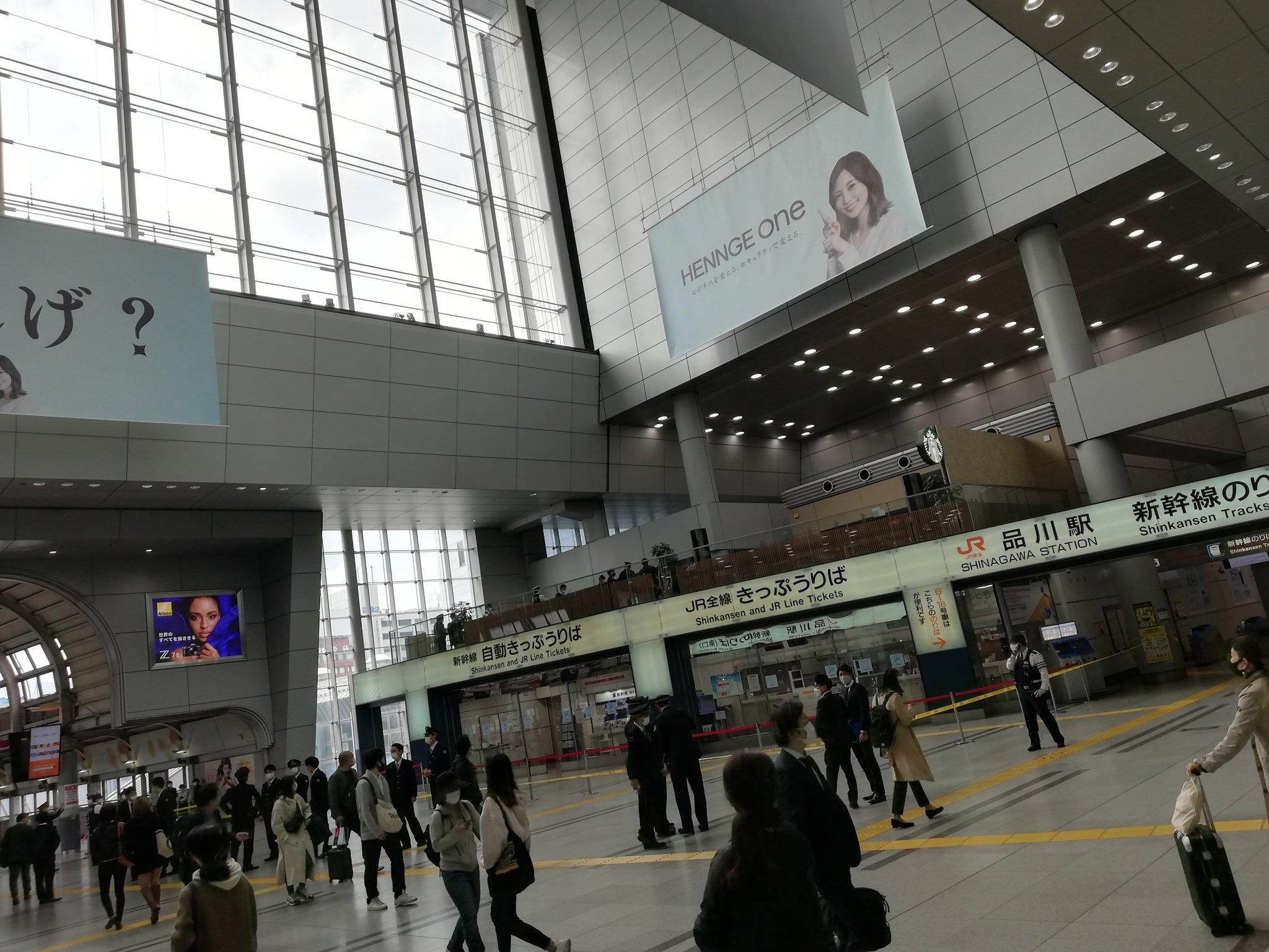 品川駅の不審物騒ぎで規制線が張られている画像