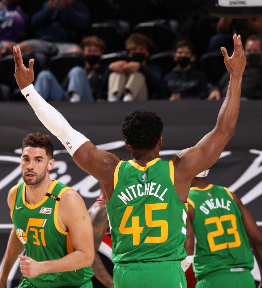 RT @TheNBACentral: Donovan Mitchell tonight:   37 points  5 rebounds  4 assists  56% FG https://t.co/wg29qvCREU