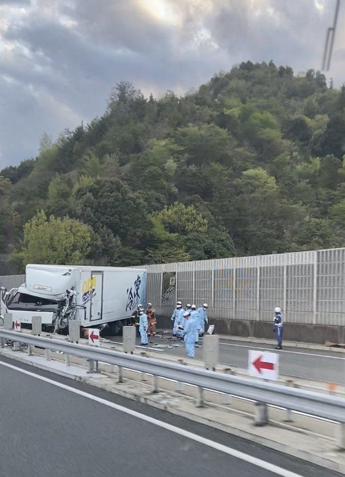 山陽道で大渋滞が発生している事故現場の画像