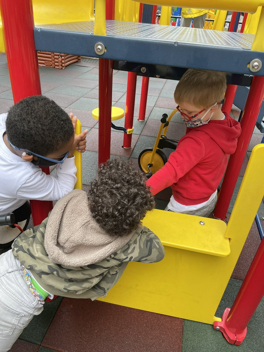 Ice Cream 🍦 stand on the playground today! So much happens during play...language, social skills, connections! <a target='_blank' href='http://twitter.com/APSLetsBeSocial'>@APSLetsBeSocial</a> <a target='_blank' href='http://twitter.com/ECSE_IS'>@ECSE_IS</a> <a target='_blank' href='http://twitter.com/APS_EarlyChild'>@APS_EarlyChild</a> <a target='_blank' href='http://twitter.com/KellyKrugOSE'>@KellyKrugOSE</a> <a target='_blank' href='http://twitter.com/APSVirginia'>@APSVirginia</a> <a target='_blank' href='https://t.co/nFhys4S5Jj'>https://t.co/nFhys4S5Jj</a>