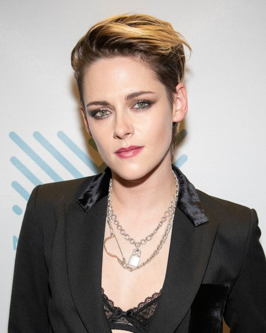 Happy Birthday to actresses Kristen Stewart (31) and Elle Fanning (23)