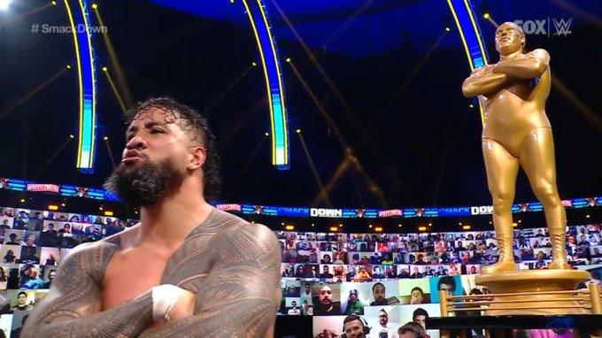 Celebra Carlos tras el triunfo de Jey en este SmackDown.