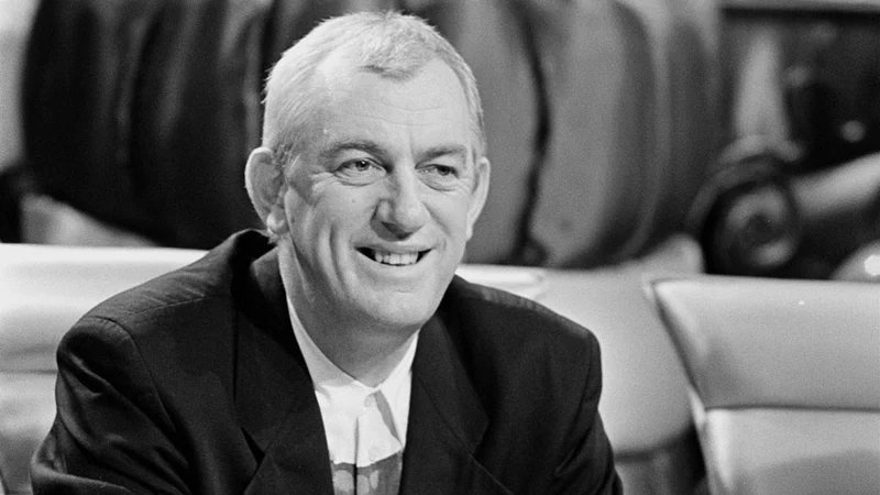 So sorry to hear of the death of songwriter and broadcaster Shay Healy after a brave and dignified battle with illness.  He brought so much joy with his Eurovision success, and informed millions with his skilful interviews.  My deepest sympathies to his family on their loss. https://t.co/ARDb5JIhLu