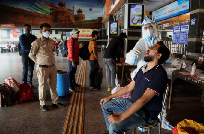 Indias COVID-19 infections hit another record, weekend lockdown in Maharashtra Photo