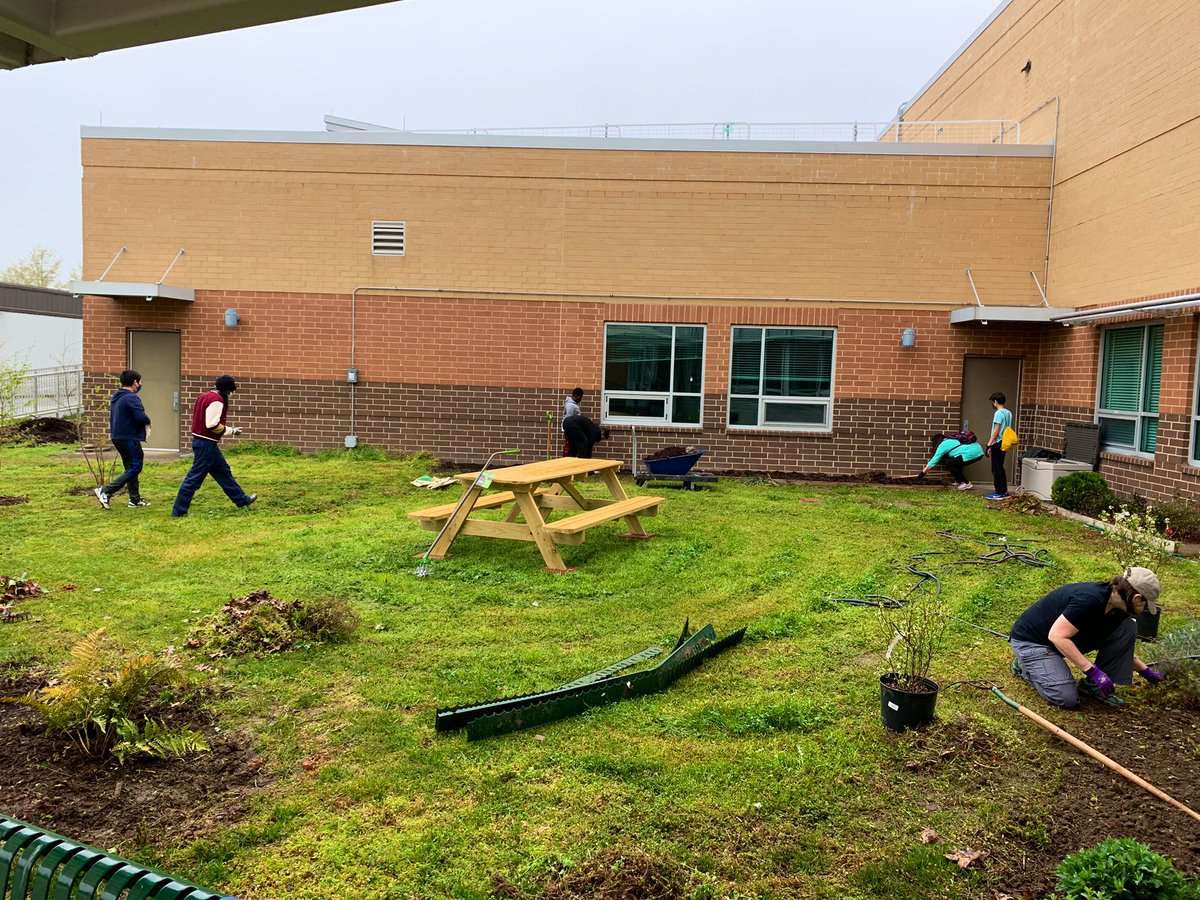 Kenmore Garden Day! Thanks for coming out & moving mulch, weeding beds, & prepping for spring planting! <a target='_blank' href='http://twitter.com/APSVirginia'>@APSVirginia</a> <a target='_blank' href='http://twitter.com/KenmorePTA'>@KenmorePTA</a> <a target='_blank' href='http://search.twitter.com/search?q=Outdoorlearning'><a target='_blank' href='https://twitter.com/hashtag/Outdoorlearning?src=hash'>#Outdoorlearning</a></a> Giving back to your community makes a huge difference—especially this year—Thanks for the school spirit & help! <a target='_blank' href='https://t.co/cxBHhtT9T2'>https://t.co/cxBHhtT9T2</a>