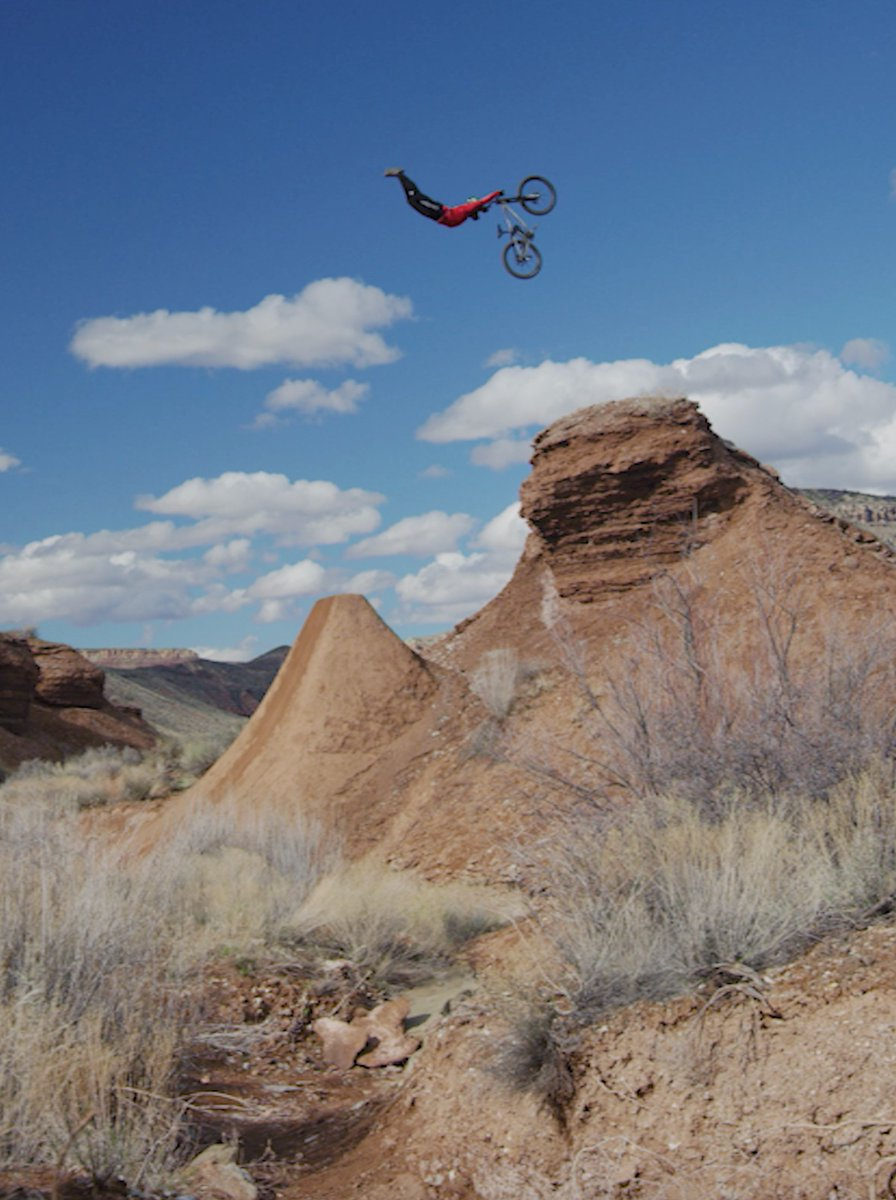 #MESA2 is now playing: https://t.co/8MJ4ofMM4I 🎞  Ft. @TVanSteenbergen & @Ethan_Nell 🚵♂️  #MTB #MountainBike #MonsterEnergy https://t.co/4YAk8jDeYw