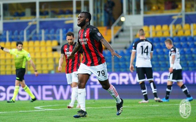 Selebrasi Franck Kessie setelah cetak gol