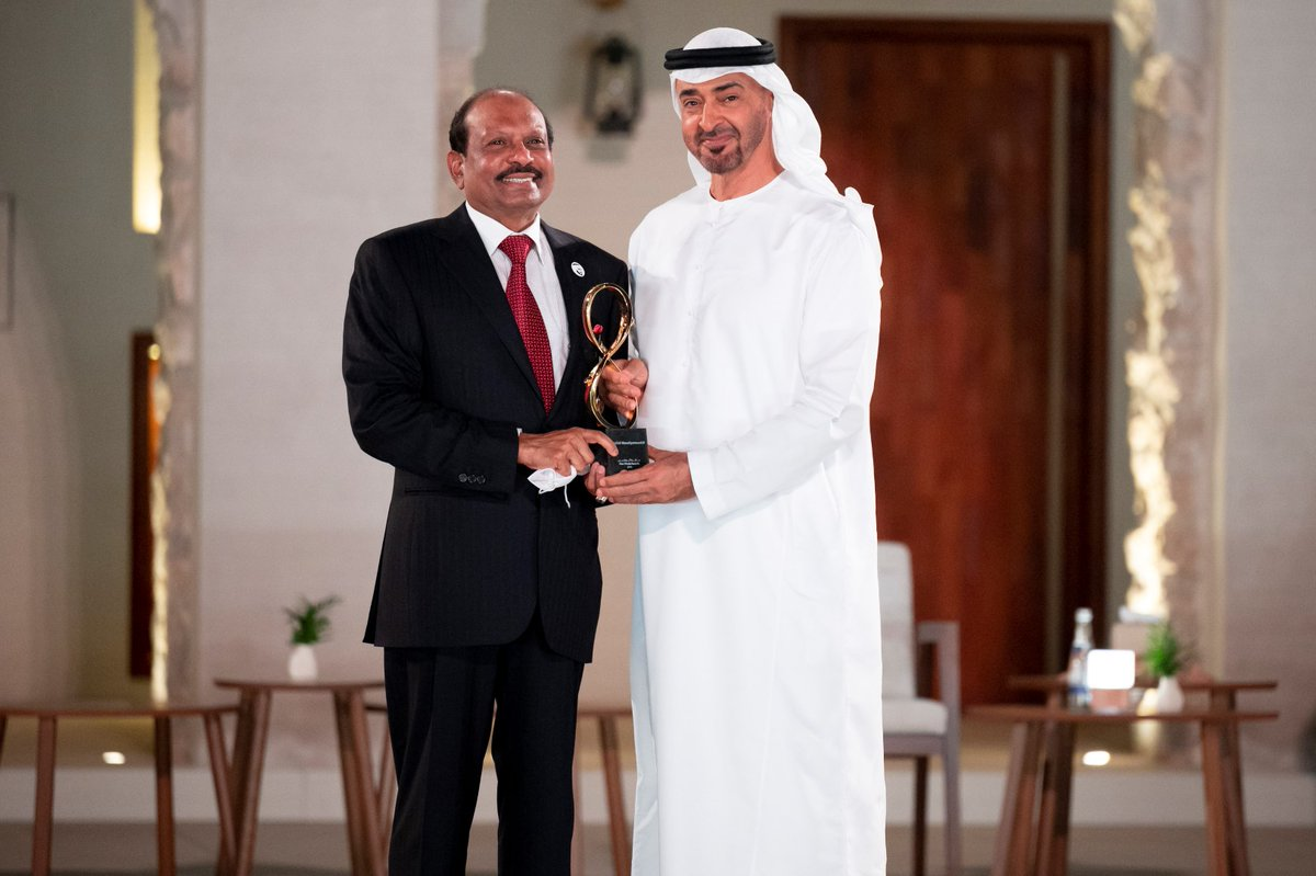 The @Dawoodi_Bohras community wishes @Yusuffali_MA on being awarded Abu Dhabi's highest civilian award for his exemplary service to the community! We congratulate Mr. Yusuffali who is known for his remarkable achievements in business & industry & also in the field of social work.
