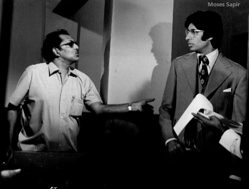 T 3870 -'Chupke Chupke ',with Hrishi Da,  closing in to 46 years today .. that house that you see in the pic with Jaya .. is now Jalsa my home, bought & rebuilt .. many films shot there - Anand, Namak Haram, Chupke Chupke , Satte pe Satta it was Producer NC Sippy's house , then..