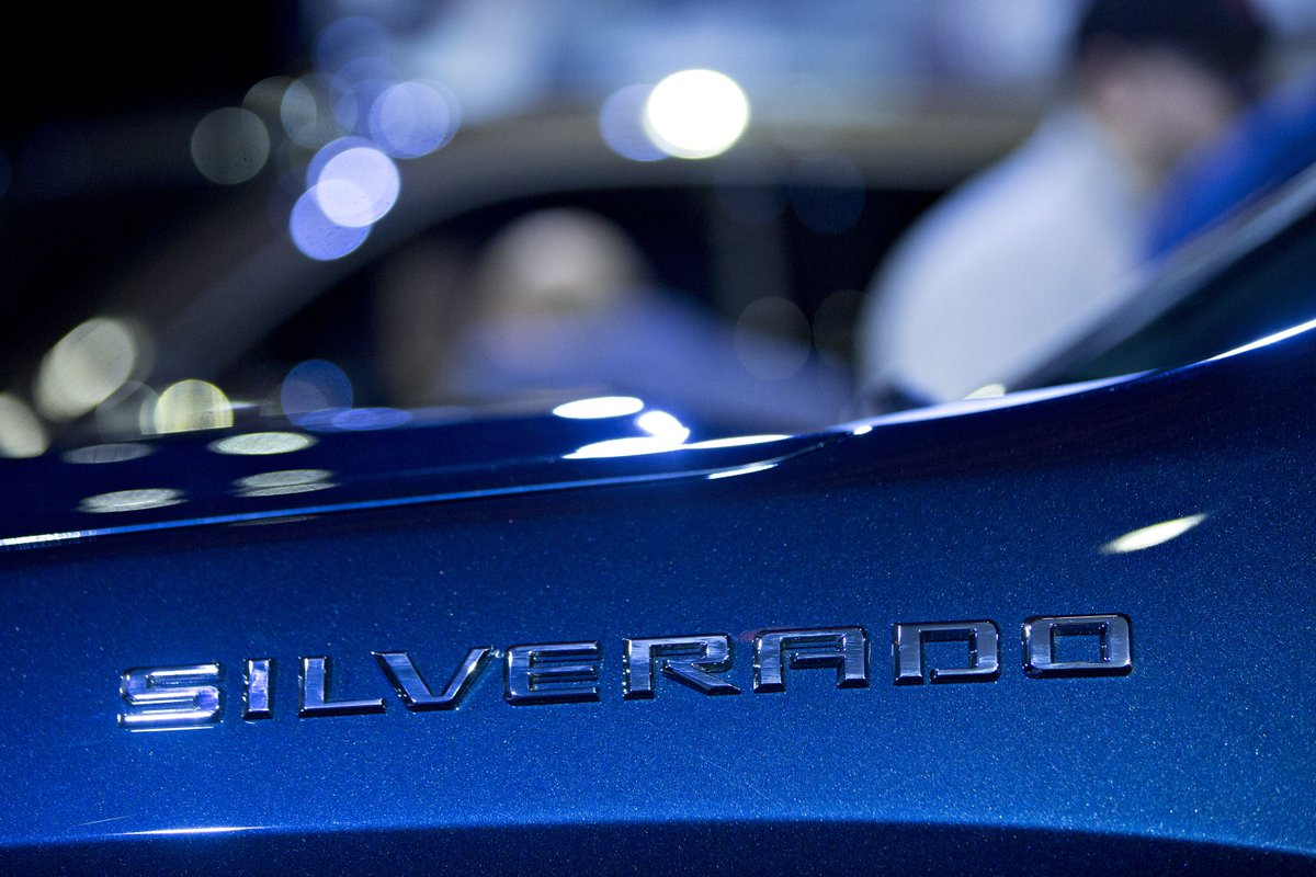 GM is building an electric Chevy Silverado with 400 miles of range