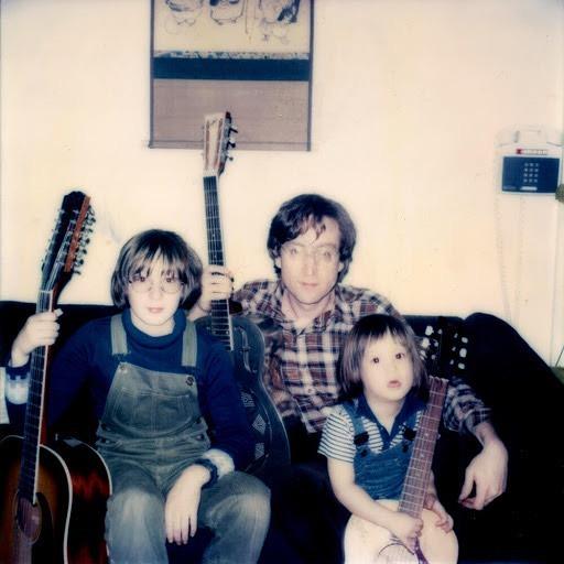 Sean , John y Julian Lennon  Happy Birthday Julian!