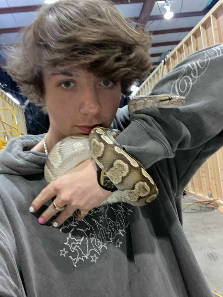 RT @honkkarl: They let me name this snake so I named him: Razor Scooter https://t.co/Oq9AxK3TRT
