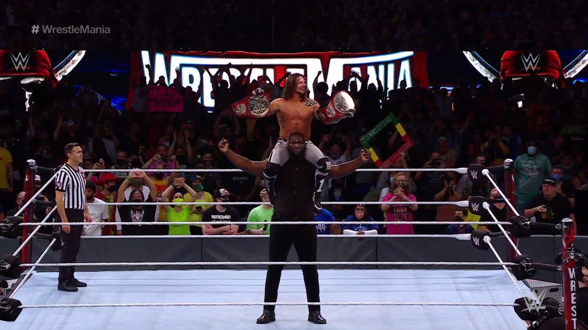 AJ & Omos nuevos campeones en pareja en este WrestleMania.