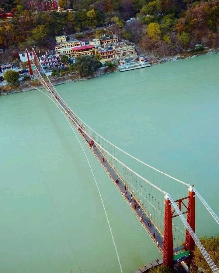 Thank you @ErikSolheim for sharing this mesmerizing view of river Ganga & Laxman Jhoola at Rishikesh, Uttarakhand! It looks surreal as the suspension bridge connects Tehri district to Pauri district by the backdrop of river Ganga. #DekhoApnaDesh   @UTDBofficial