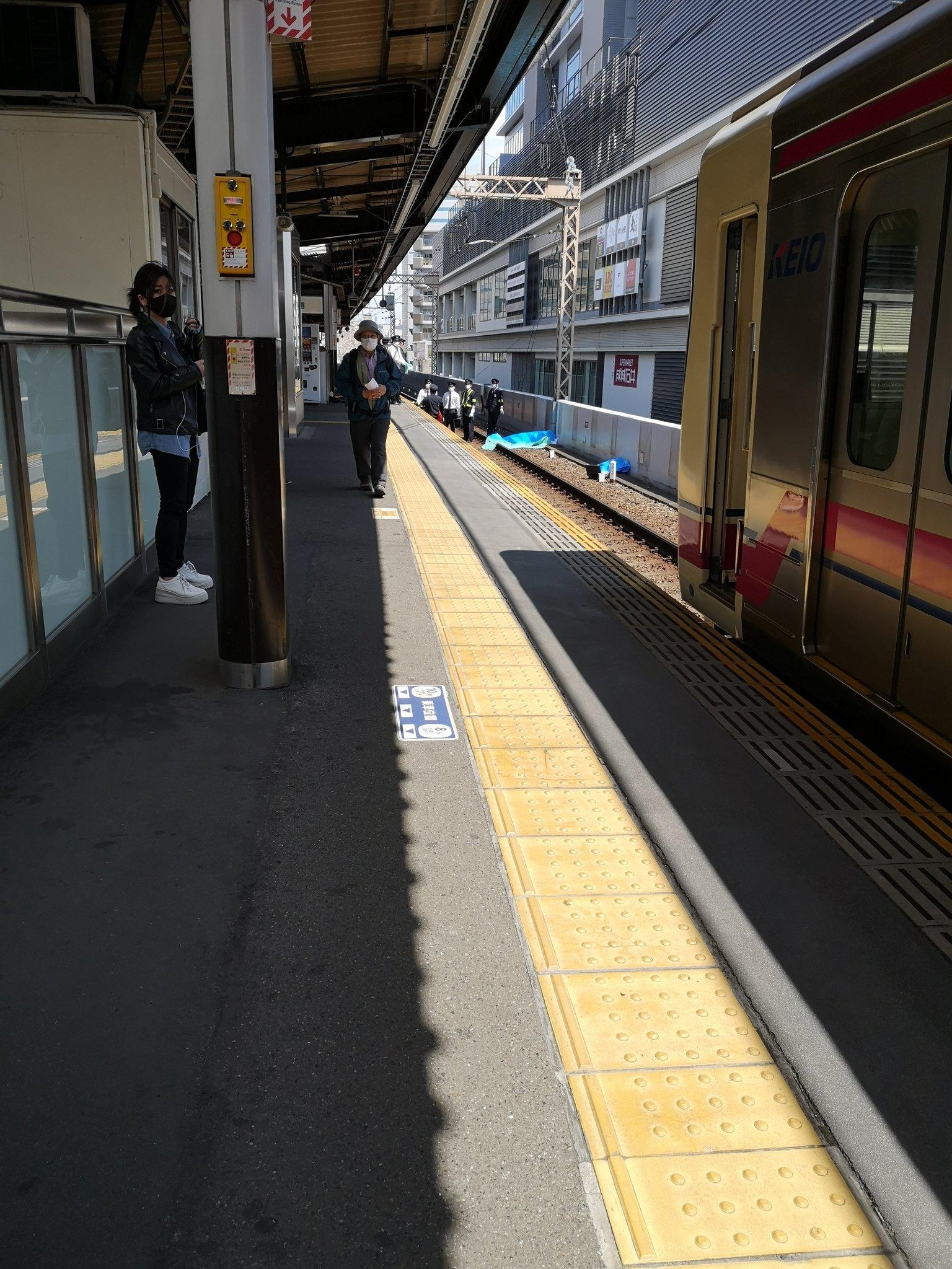 京王線の笹塚駅の飛び込み自殺の人身事故の画像