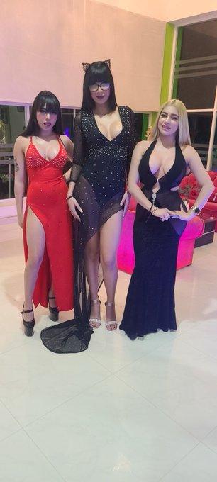 3 pic. Show time!!!!! Con mis 3 Novias @YamiRamirezmex @MiaMarinOficial @GiselleMontes18 https://t.c