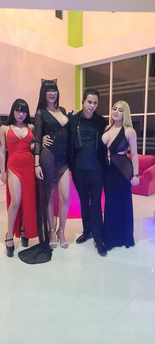 4 pic. Show time!!!!! Con mis 3 Novias @YamiRamirezmex @MiaMarinOficial @GiselleMontes18 https://t.c