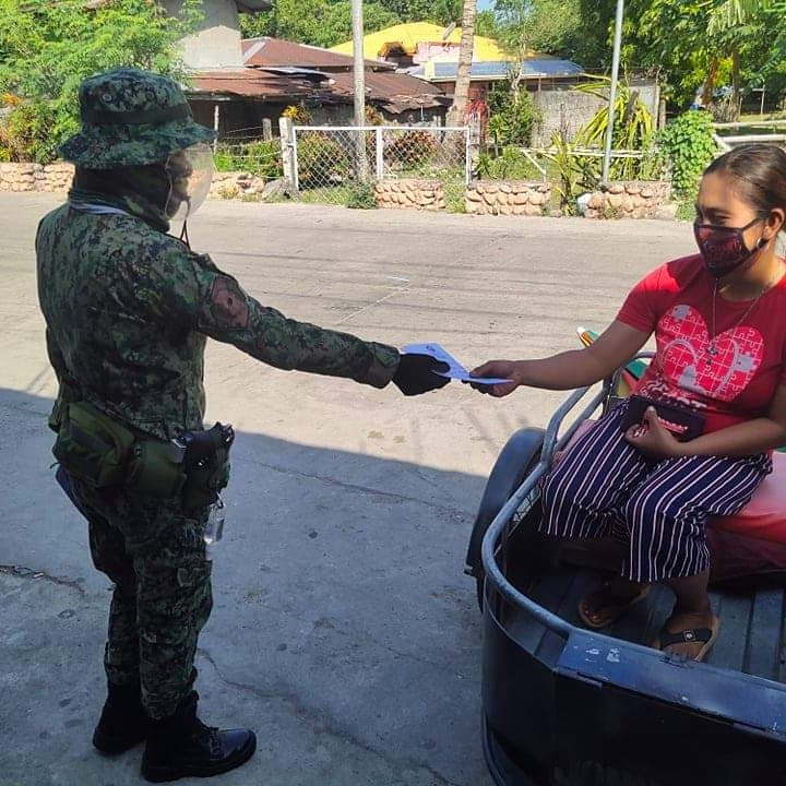 PCpl Nineteen Jane B Pacursa distributed flyers on Child Abuse Prevention, FAQs about CoVID-19 Vaccine Program, Ligtas SUMVAC public safety tips and delinquent driving to the motorists and pedestrians at Barangay Badas, San Juan, Abra.  #PNPKakampiMo  #TeamPNP  #WeServeAndProtect https://t.co/mS9tdzkoh7