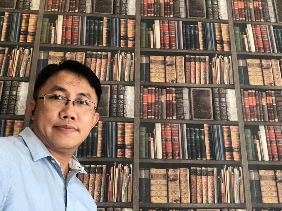 Professor KYAW MIN SOE, Orthopaedic Surgeon  Abducted by Junta since 1 Week already.   NO News.   RELEASE HIM IMMEDIATELY   MYANMAR needs its nurses, doctors and surgeons to treat its population. #WhatsHappeningInMyanmar #Apr11Coup @UN_HRC @CIJ_ICJ @hrw @WHO @unicefchief https://t.co/PaJxc6AngM