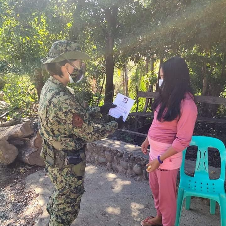Pat Myrene Gail Navarro distributed flyers on Child Abuse Prevention, FAQs about CoVID-19 Vaccine Program, Ligtas SUMVAC public safety tips and delinquent driving at Barangay Cabcaburao, San Juan, Abra.  #PNPKakampiMo  #TeamPNP  #WeServeAndProtect  #PNPPATROLPLAN2030 https://t.co/VHYlv0xP8s