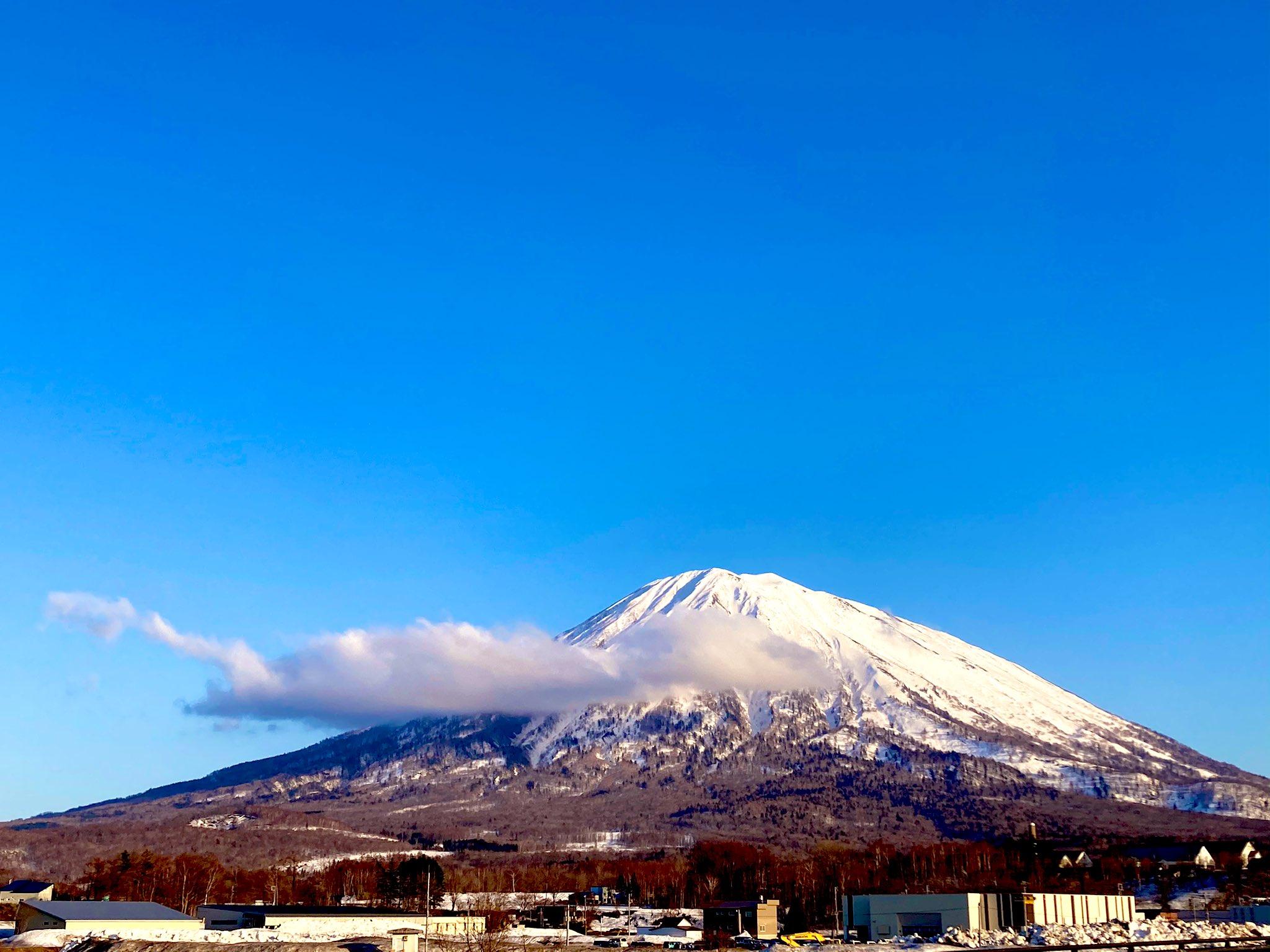 ホテル前から見える羊蹄山と思われる山