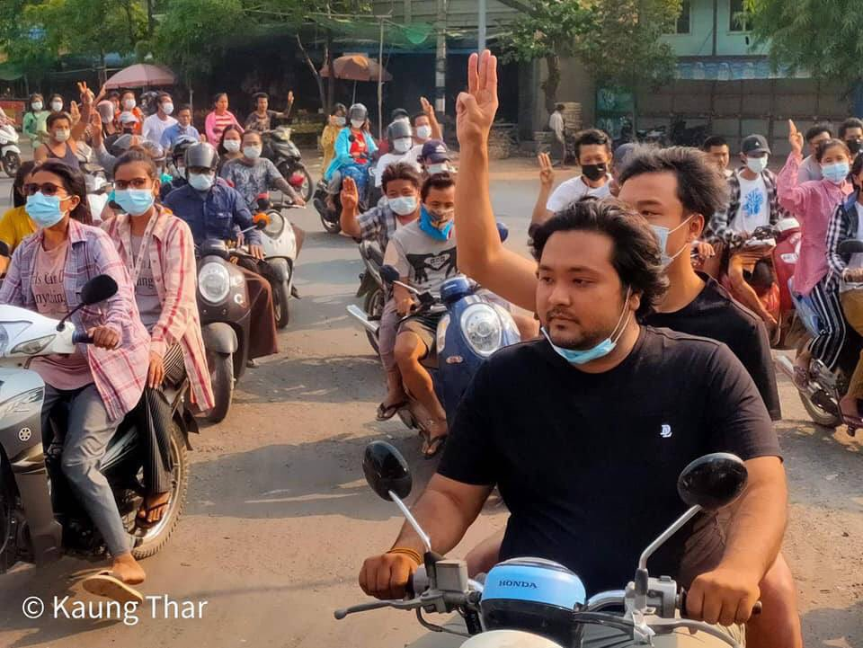 Democratic warriors in Monywa still marched on the streets with motorcycles in defiance of military coup even though they were oppressed violently by ruthless military dictators. #WhatsHappeningInMyanmar  #Apr11Coup https://t.co/drnX2TYXUx