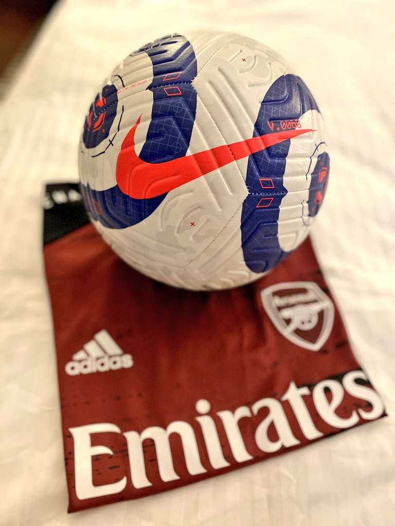 It's match day! ⚽  @Arsenal #COYG ❤️  Thank you @PLforIndia for the official Premier League match ball ❤️😍
