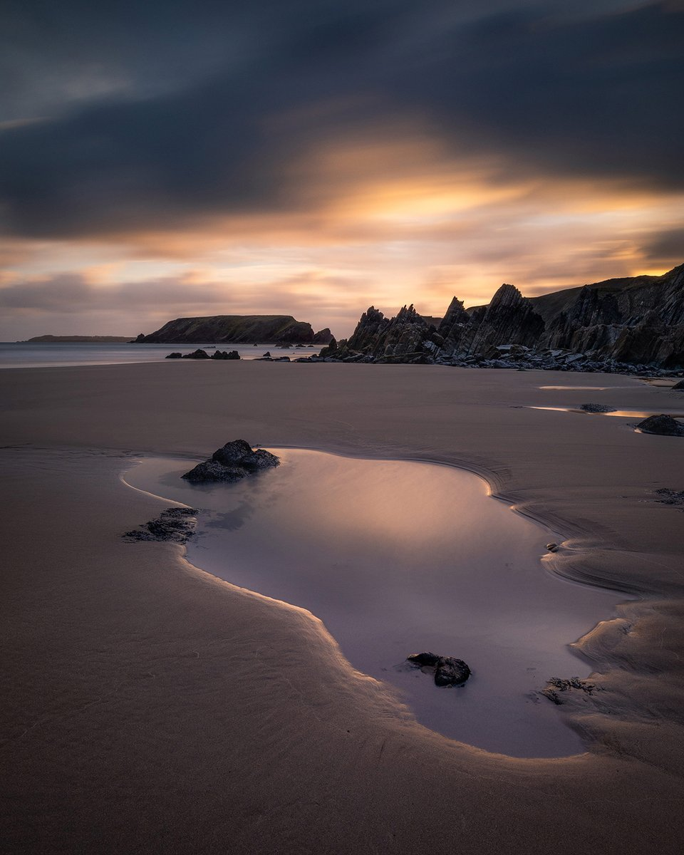 One of my favourite local beaches is #MarloesSands @drewbphoto - Moody Marloes 📍 #Pembrokeshire 📷 @Canon EOS #5DMarkIV ⭕ Canon EF16-35mm f/4L IS USM, 20mm ⚙️ f/16, ISO 100, 30 ⬛ @LEEFilters #6stop Pro #IRND, 0.9 #3stop #ND #MediumGrad ⚫ #Polariser 🔗 https://t.co/jG53xPxILg https://t.co/XEGe13YcIb