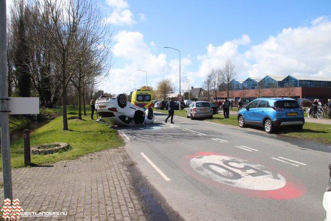 Lesauto veroorzaakt ongeluk op de Madeweg https://t.co/XcssNkLFLZ https://t.co/9U2vPPZwdH