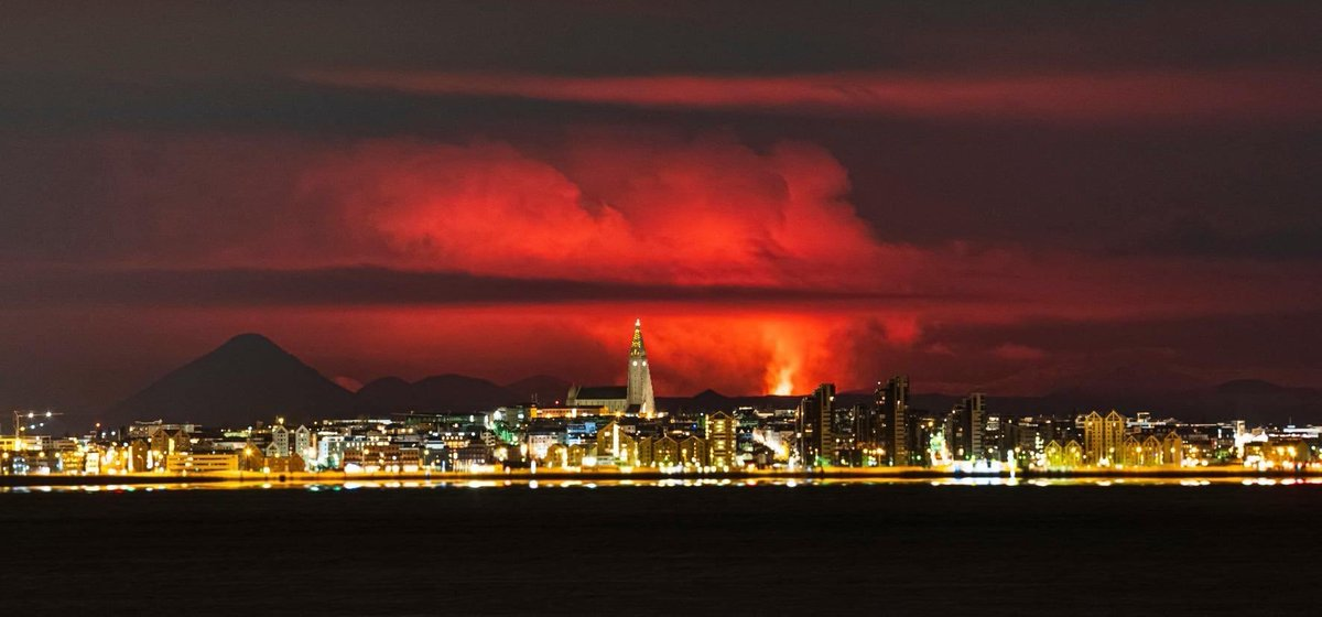 Amazing photo by photojournalist @gollmundur of Reykjavik 🇮🇸 with the volcanic eruption in the background.