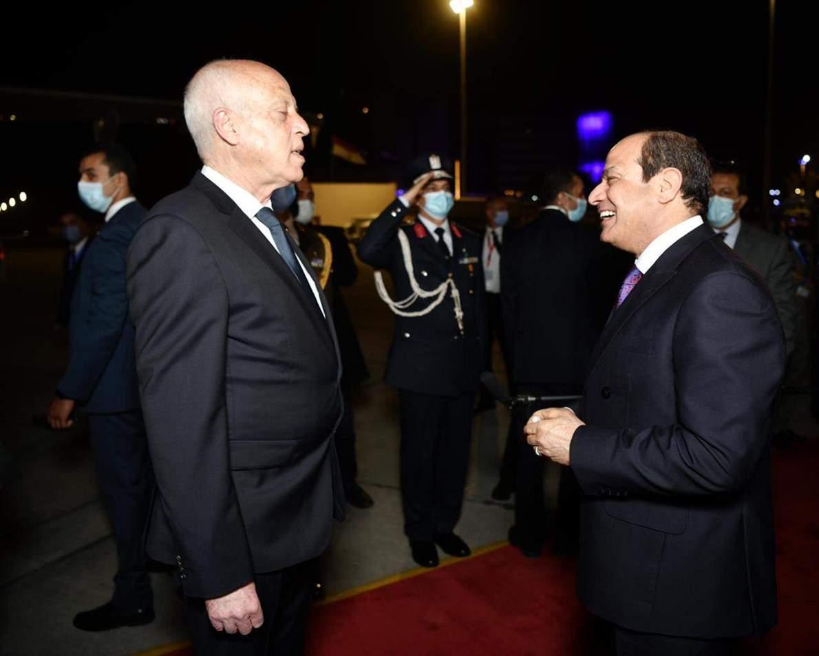 فيتو 5 صور ترصد توديع السيسي للرئيس التونسي بمطار القاهرة