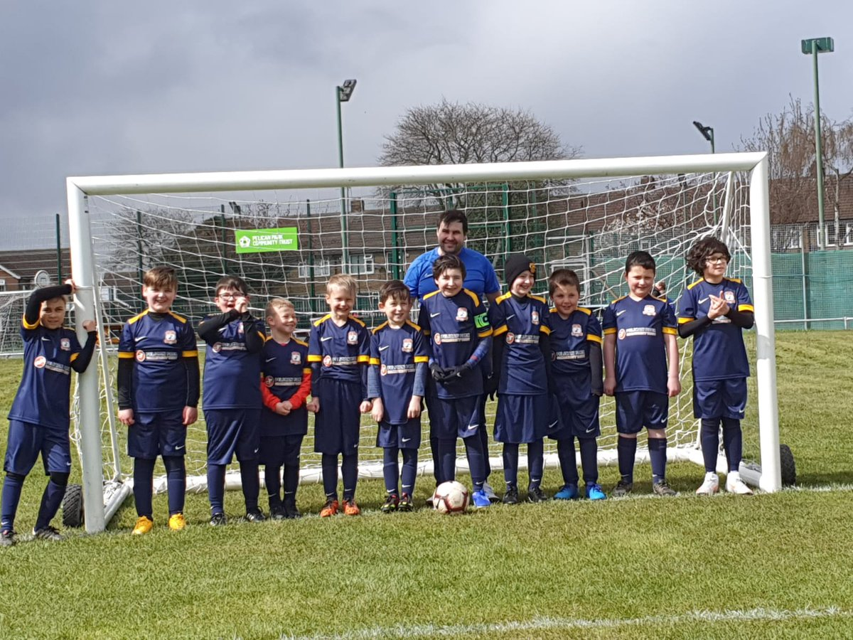 A huge welcome to Shaun Ladley with his team who have crossed over to Pelican Rangers AFC Sparks Under 9's - they have been training hard and had their first game yesterday at Pelican Park.  Lovely team, managers and parents - we wish you well. #pelicans #grassrootsfootball https://t.co/bEimoSldNE