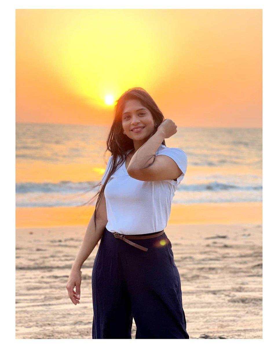 "MarathiStars.Com on Twitter: ""समृद्धी केळकर 😍😍😍 . . . @samruddhi.kelkar  #samruddhikelkar #actress #model #marathistars #sea Pc : @krunal_rane… """