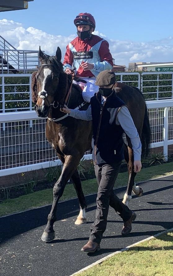 Defence Treaty makes his fitness tell by making all at Redcar. Well done to owners Cambell, Tattersall, Barnsley & not least Barlow. Will pay for the first round for a while at generous odds of 20/1. Well done all