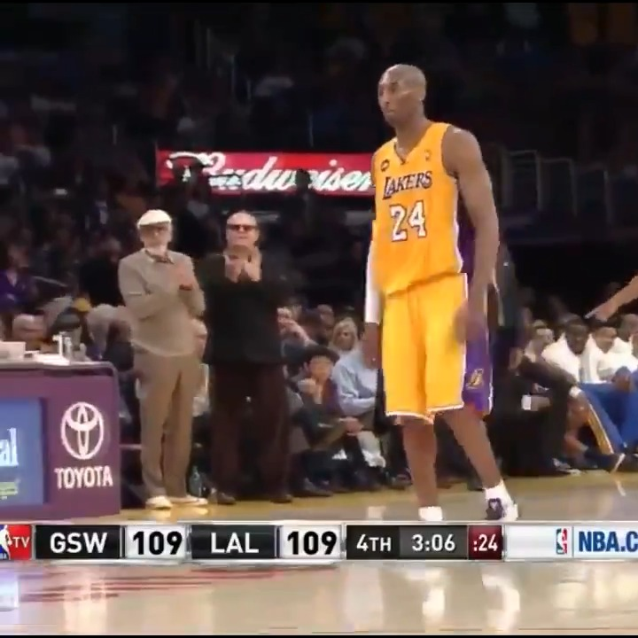 """8 YEARS AGO TODAY Kobe Bryant tore his Achilles, knocked down 2 clutch FTS then walked off the floor in a win over the Warriors. Lakers trainer Gary Vitti said this was Kobe's """"gutsiest moment.""""  Kobe also hyperextended his knee earlier in the game & was nursing a sprained ankle. https://t.co/eeMPBueCAx"""