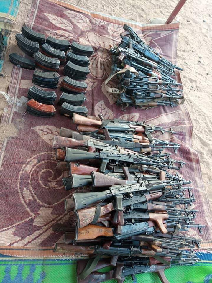 UPDATE: The Nigerien 🇳🇪 Police intercepted a large shipment of weapons and ammunition in the village of Aborak, allegedly smuggled from Libya. 4 smugglers were arrested while 2 managed to escape.   Arms recovered 77 AK rifles 7 RPGs 30,000 rounds of ammo 2 rocket launchers https://t.co/r8L3UvgmOA