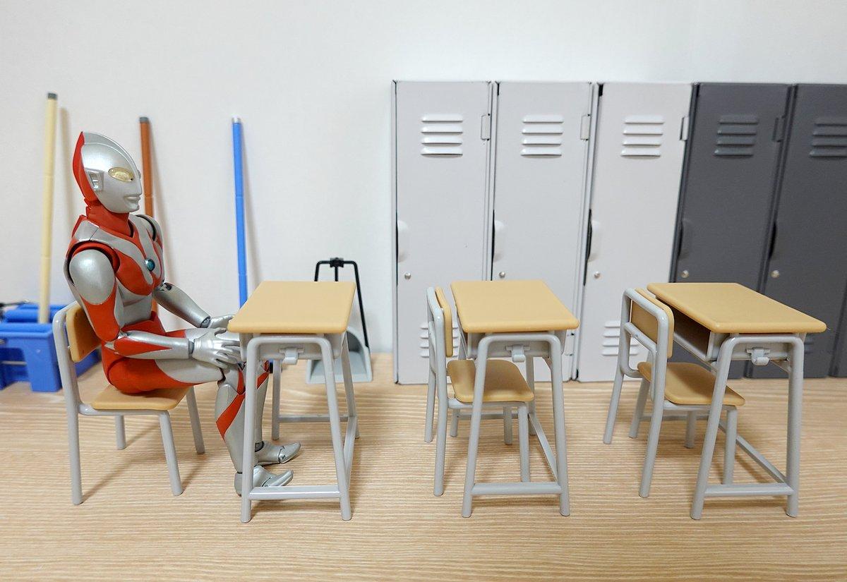 学校の机とイスがセリアで販売してる!?これでシルバニア小学校の授業参観ができるw