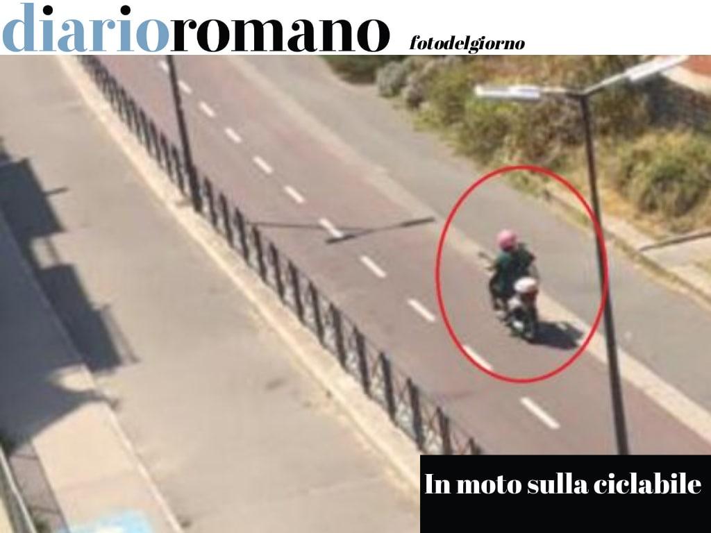 test Twitter Media - Forse per accorciare, questa moto più volte transita sulla pista per le bici di Monte Mario. Pericoloso e incivile. Foto Corrado G. #Roma #fotodelgiorno https://t.co/rZ9a5o7Cev
