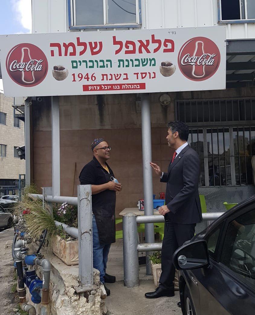 في طريقي لحضور اجتماع في القدس، توقفت عند أحد أقدم وأفضل محلات بيع الفلافل في المدينة، واستمتعت بالحديث…