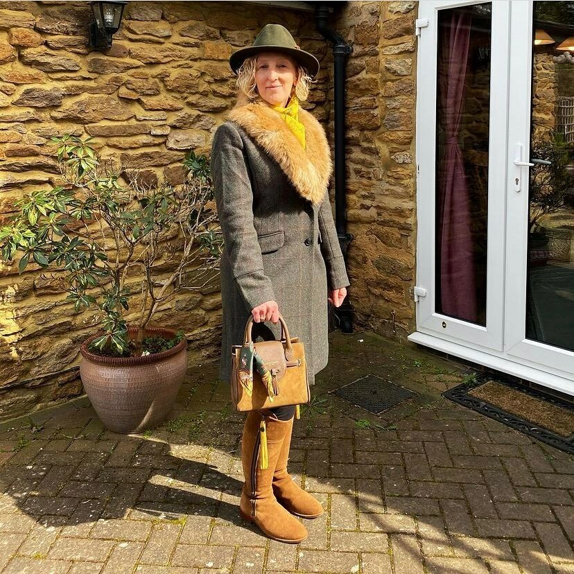 Happy Monday! Hope you had a great weekend.   Love this great photo from a customer wearing the outfit she would have worn to Cheltenham. Looking forward to those days again!  #customerphoto #hatsfortheraces #cheltenhamfestival #cheltenhamraces https://t.co/BY4h5lcBn5 https://t.co/H838hWpmJK