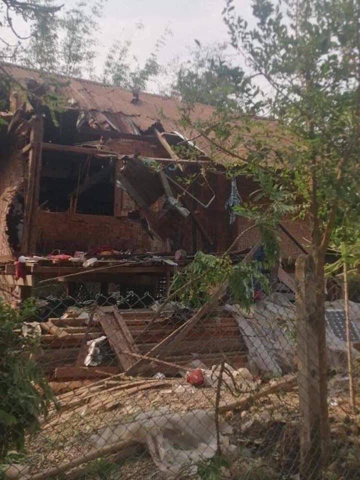 Tw // graphic content Two civilians were killed by Myanmar junta artilleries striking into the village in MinMouk tsp, Kachin State on April 11 during KIO & terrorists battle. JUNTA MASSACRE  #WhatsHappeningInMyanmar  #Apr12Coup @TostevinM @UNHumanRights @poppymcp @clarissaward https://t.co/b8Zyr3epne