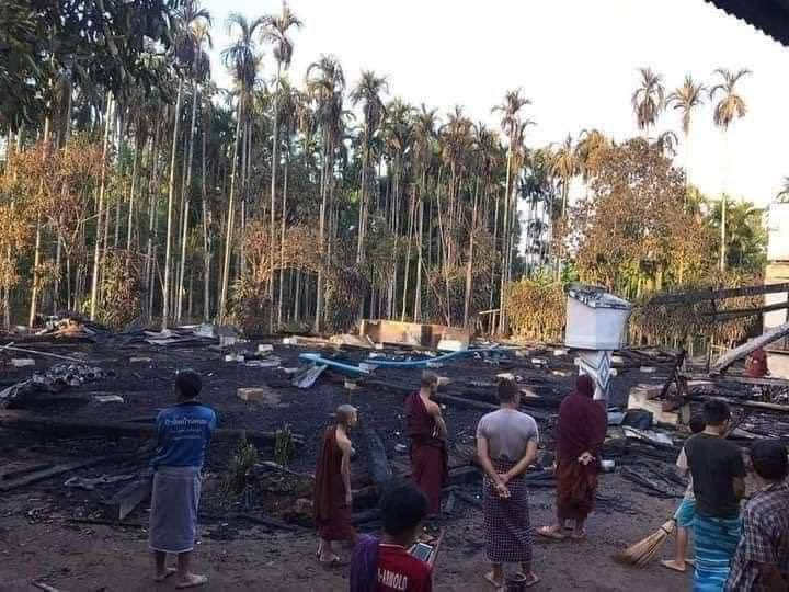 Kaninkamaw Monastery in Ye Tsp, Mon State was set on fire by junta on the night of Apr11. As the result of arson attack; Three books of the Pāli Canon, ancient literature, public offerings & statues of the Buddha were burnt to ashes. #WhatsHappeningInMyanmar  #Apr12Coup @Reuters https://t.co/sQPhbDikTv
