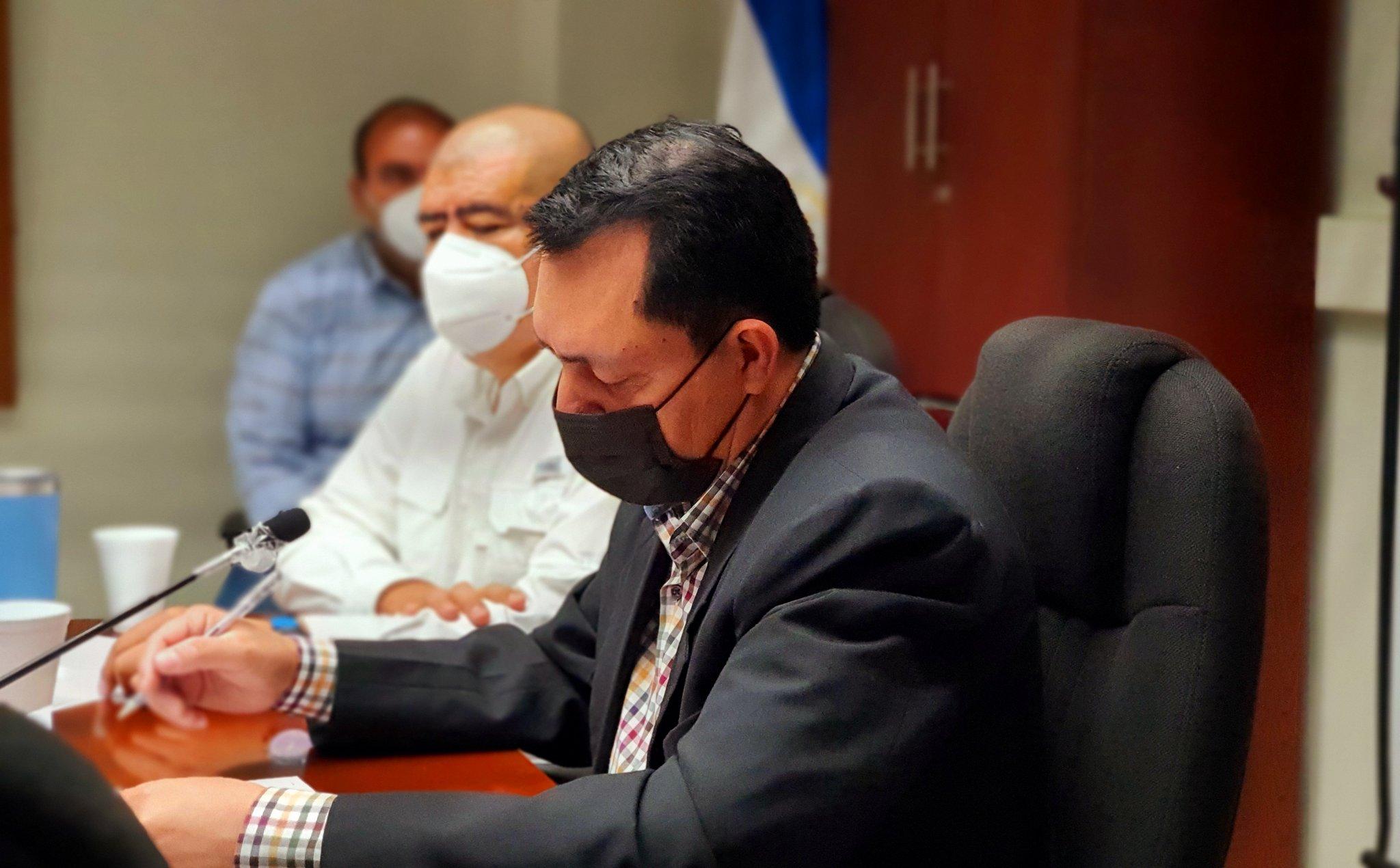 Mario Ponce desmiente a Bukele sobre pago adelantado de bono legislativo