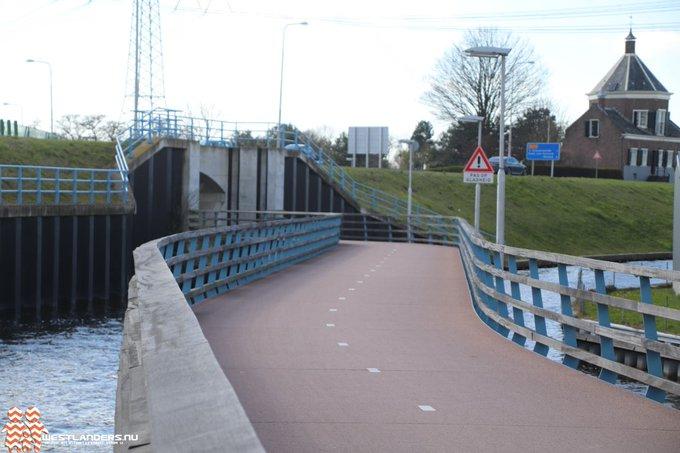 Veel valpartijen bij brug voor fietstunnel Maasdijk https://t.co/AkiJjglSRM https://t.co/XaWRNvn1pj