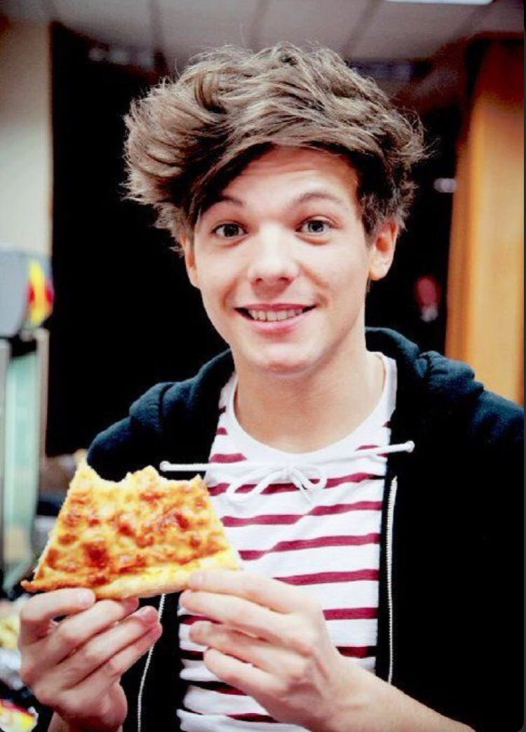 RT @Livolinen06: PIZZA TIME!!! I vote for #Louies for #BestFanArmy at the #iHeartAwards https://t.co/8t92vIMgD4