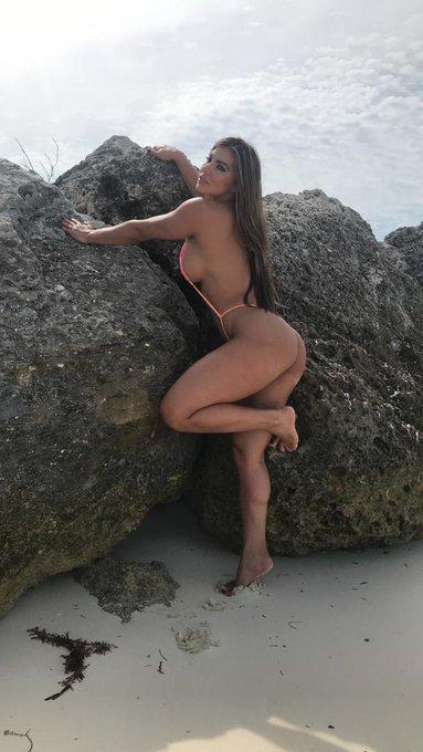 2 pic. Lo mejor de mis travesuras en la playa lo puedes encontrar en https://t.co/WU8FvbGWAV les mando